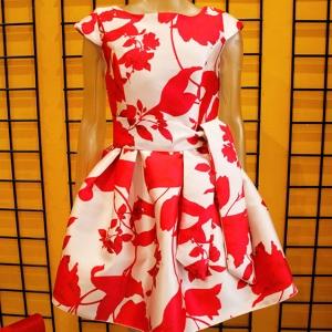 vestido corto flores ceremonia rojo