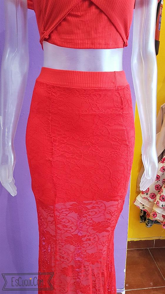 conjunto falda encaje y top rojo