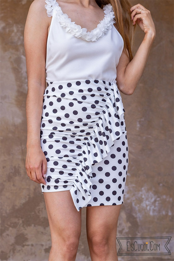 falda corta lunares
