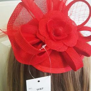 tocado rojo fiesta flor sombrero