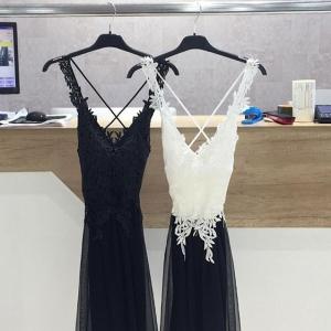 vestido corto vestir blanco y negro crochet y gasa
