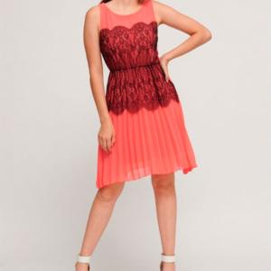 vestido plisado con encaje