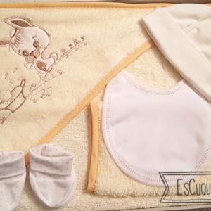 capa de baño de bebe con manopla patucos y gorro
