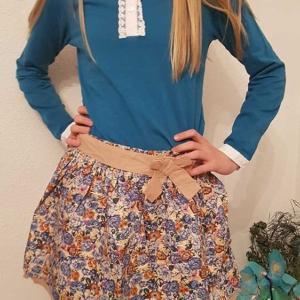 Conjunto niña mayor falda flores y blusa azul