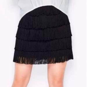 falda corta flecos