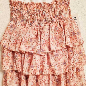 falda corta volantes capas flores